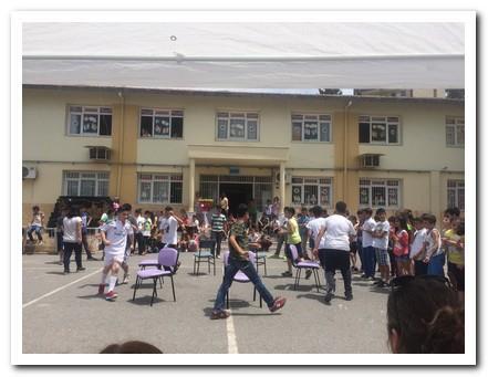 Öğrenciler arası sandalye kapma yarışması